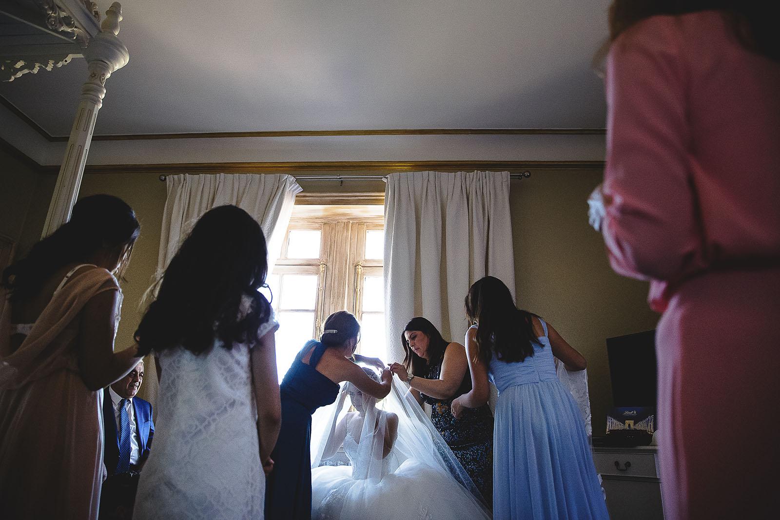 Mariage au Château de Beguin David Pommier photographe de mariage. Préparatifs de la mariée