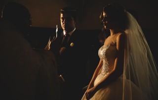 Mariage au Château de Beguin David Pommier photographe de mariage. Portrait des mariés durant la cérémonie religieuse arménienne