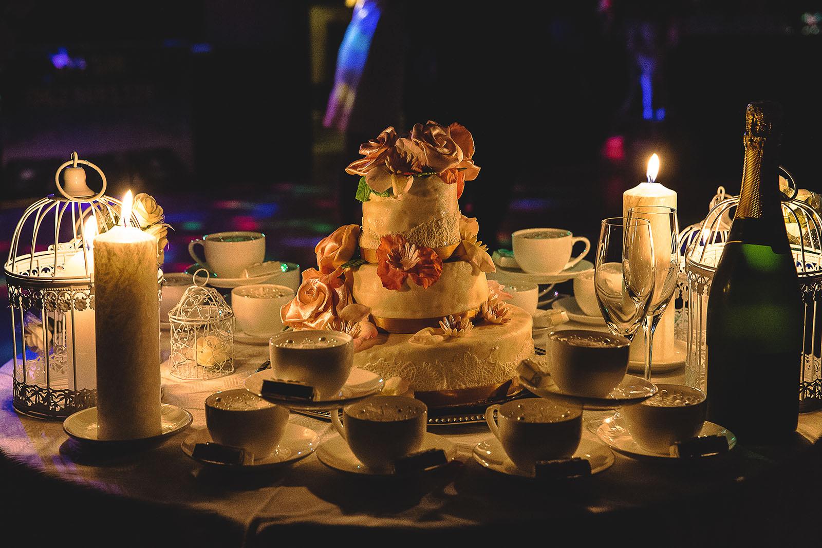 Mariage au Château de Beguin David Pommier photographe de mariage. Le gâteau des mariés