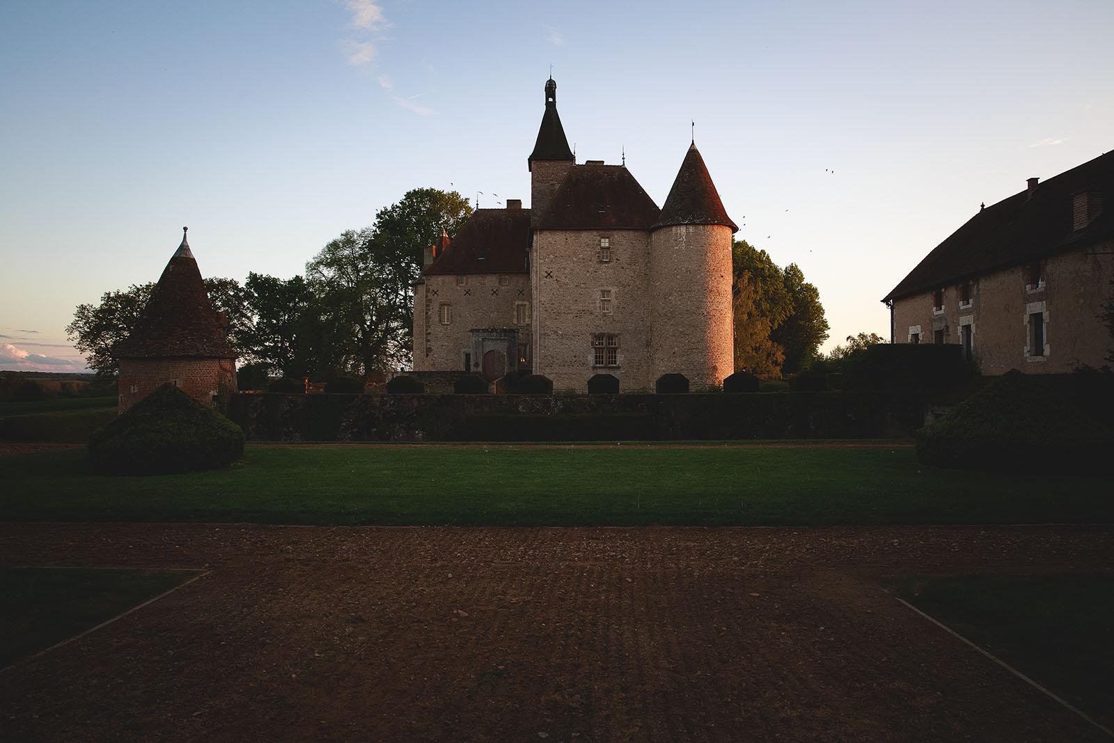 Mariage Château de Beauvoir. Le château vu de l'extérieur. David Pommier photographe de mariage