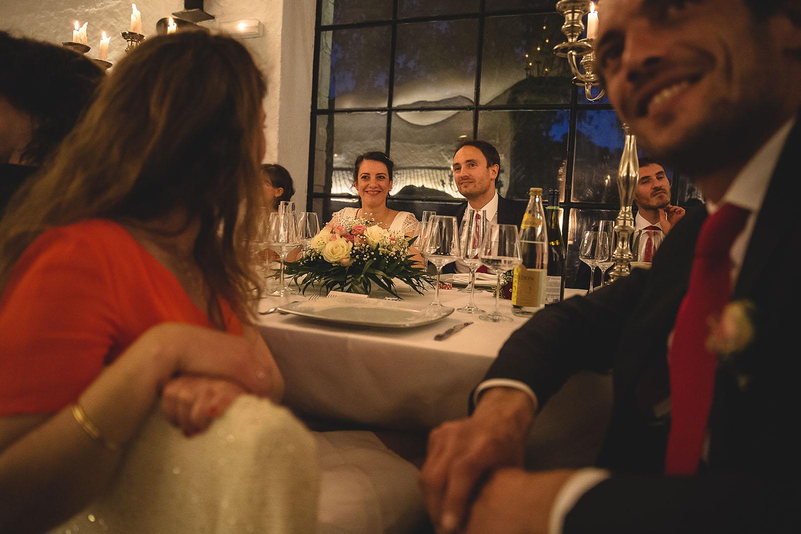 Mariage Château de Beauvoir la table des mariés dans la soirée. David Pommier photographe de mariage