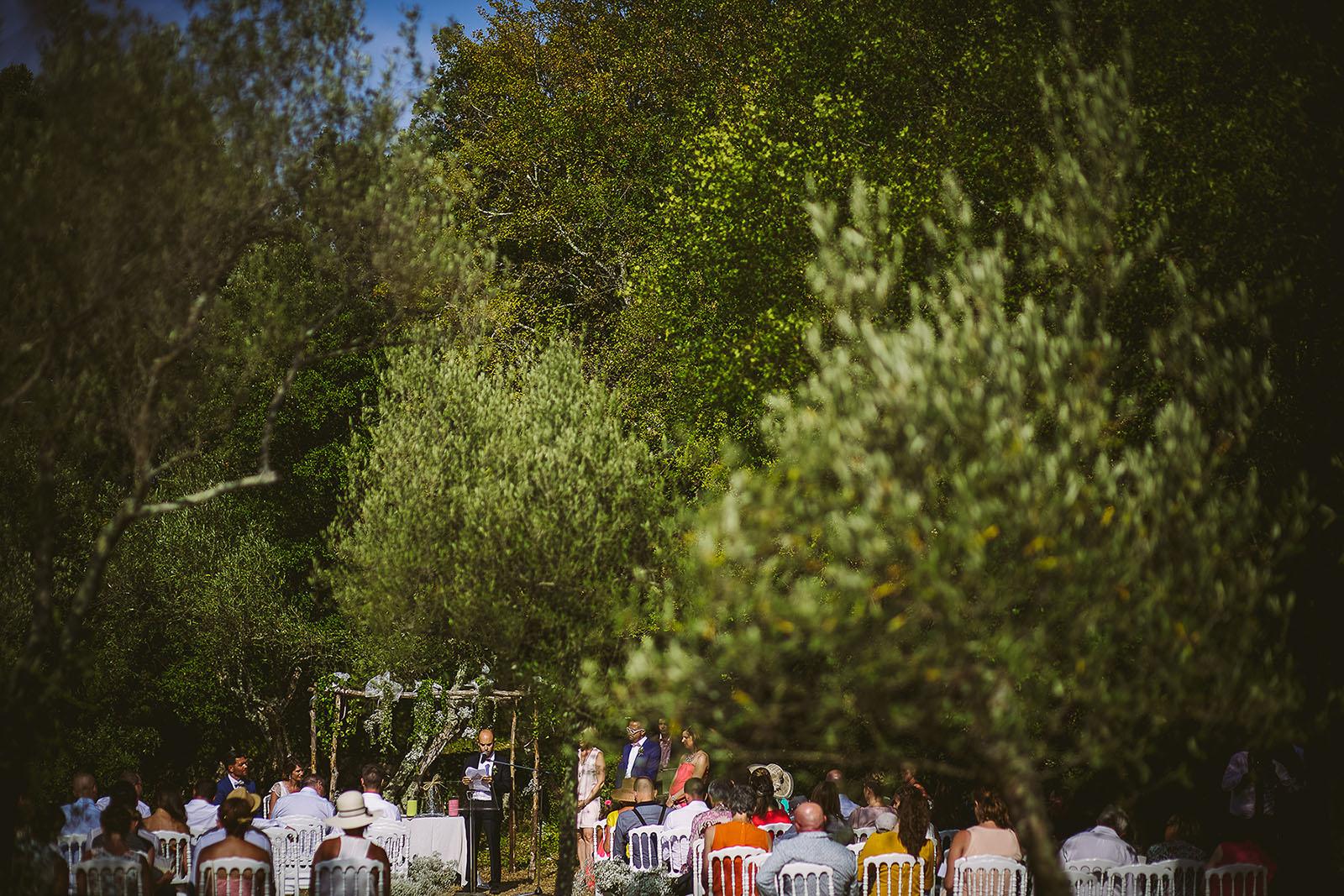 Mariage au Comptoir Saint Hilaire. Cérémonie laïque au milieu des oliviers