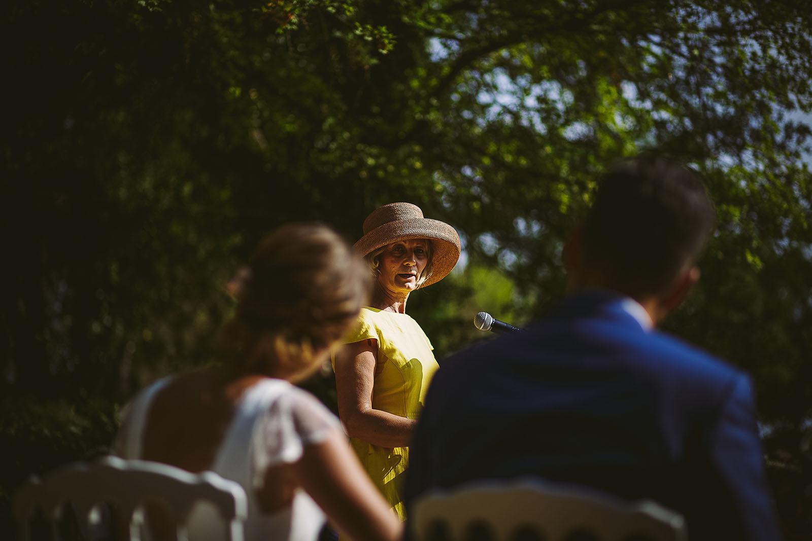 Mariage au Comptoir Saint Hilaire. Discours de la maman à la cérémonie laïque. David Pommier photographe de mariage