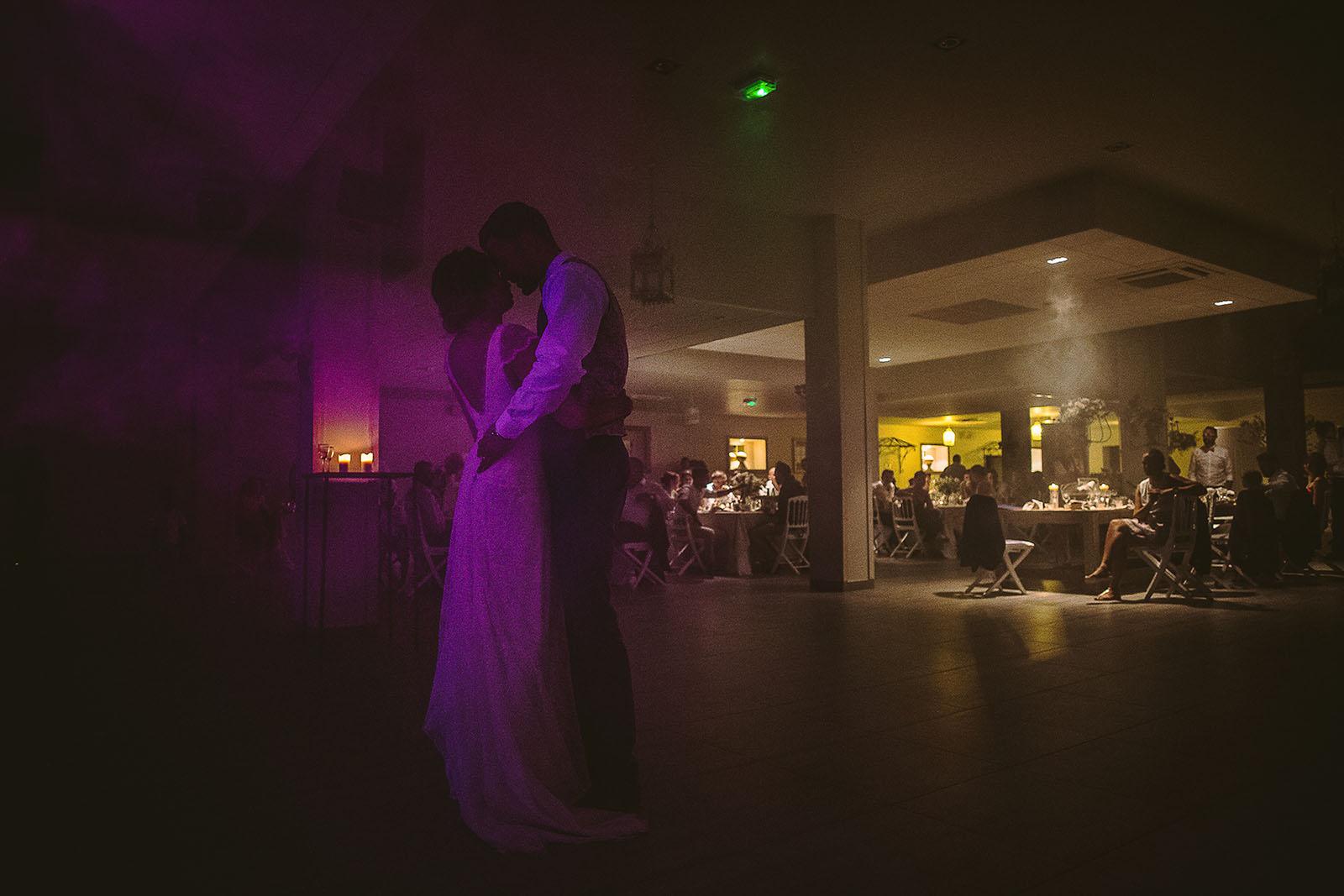 Mariage au Comptoir Saint Hilaire. La première danse des mariés