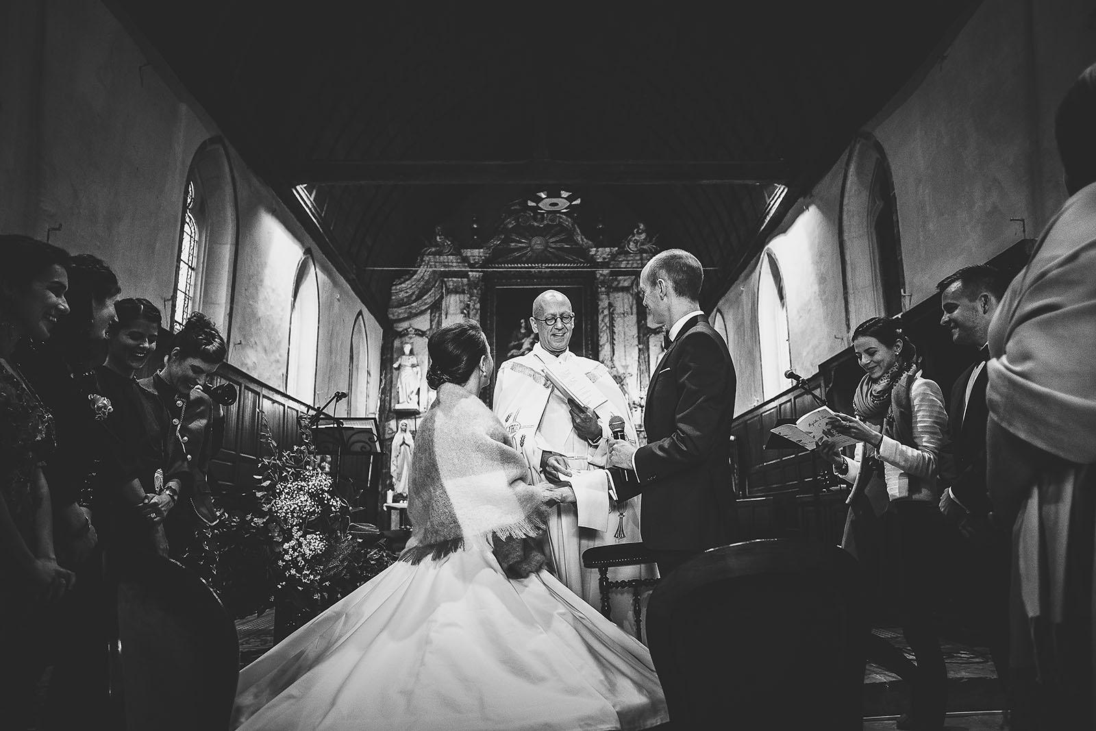 Mariage Manoir des Prévanches. David Pommier photographe de mariage. Cérémonie à l'église