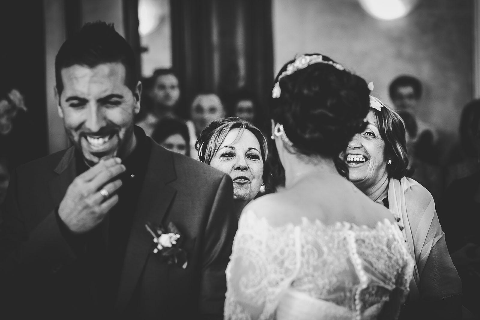 Mariage Villa Quélude David Pommier photographe de mariage. Les mamans à la mairie