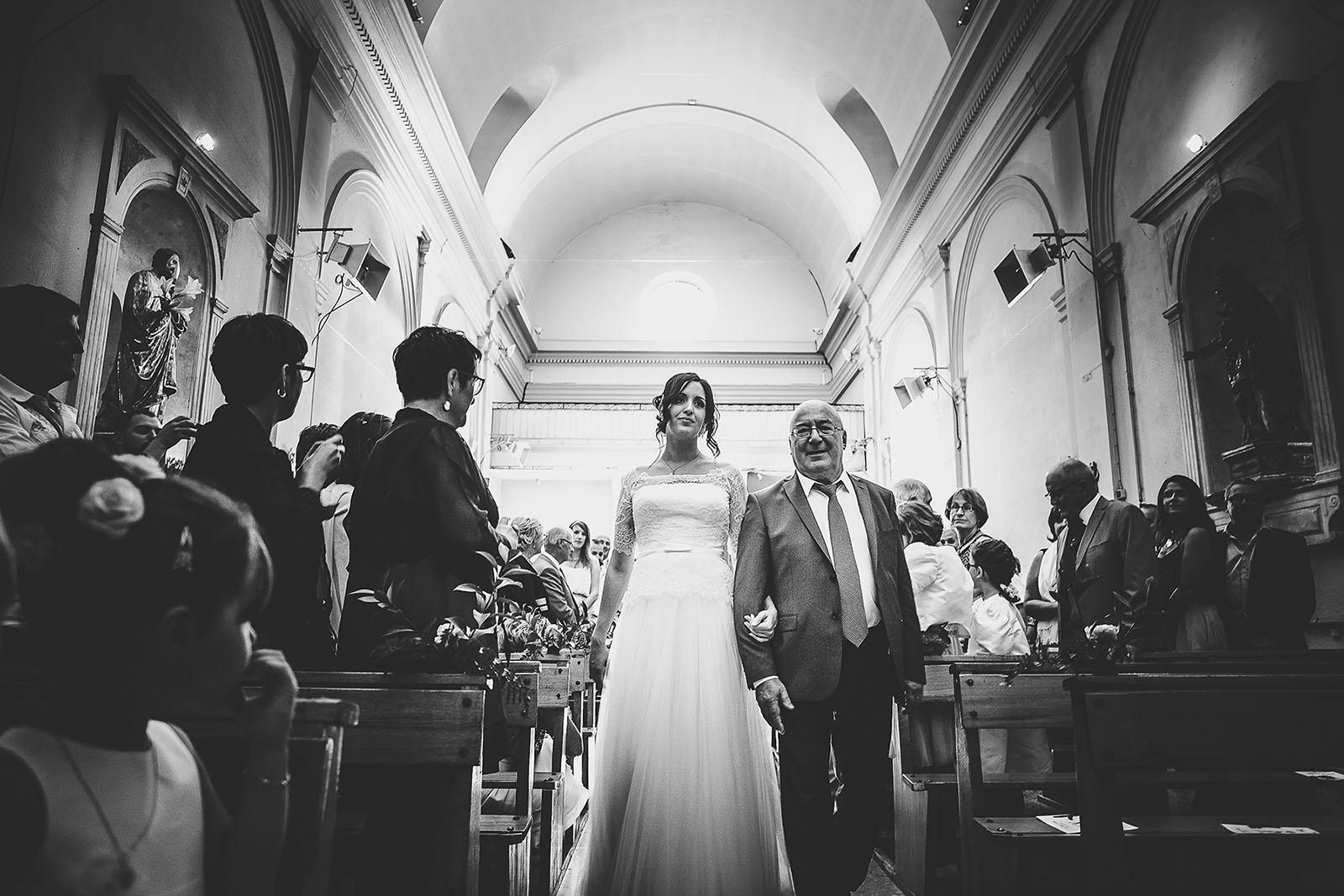 Mariage Villa Quélude David Pommier photographe de mariage. Entrée de la mariée dans l'église