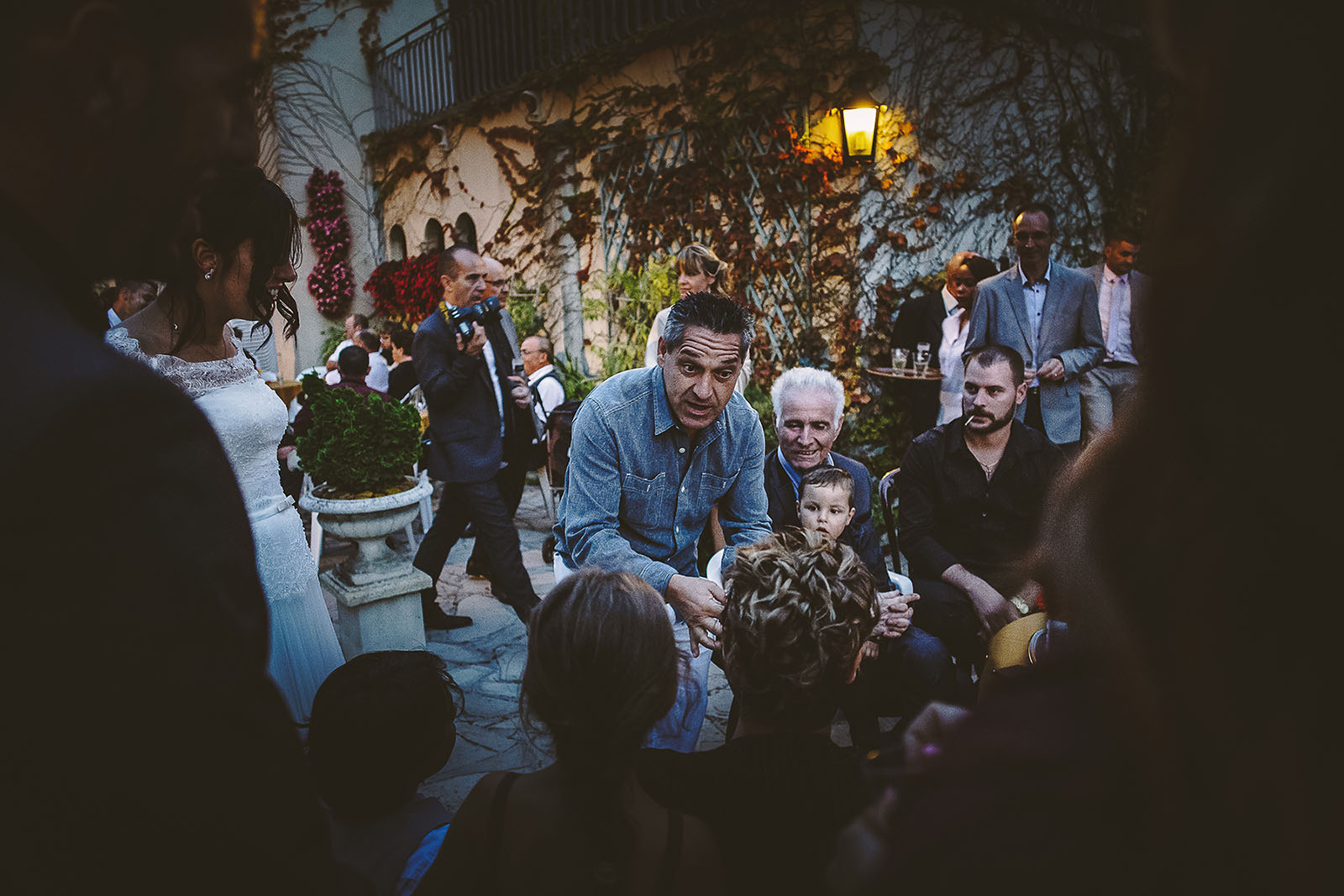 Mariage Villa Quélude David Pommier photographe de mariage. Le spectacle de magicien