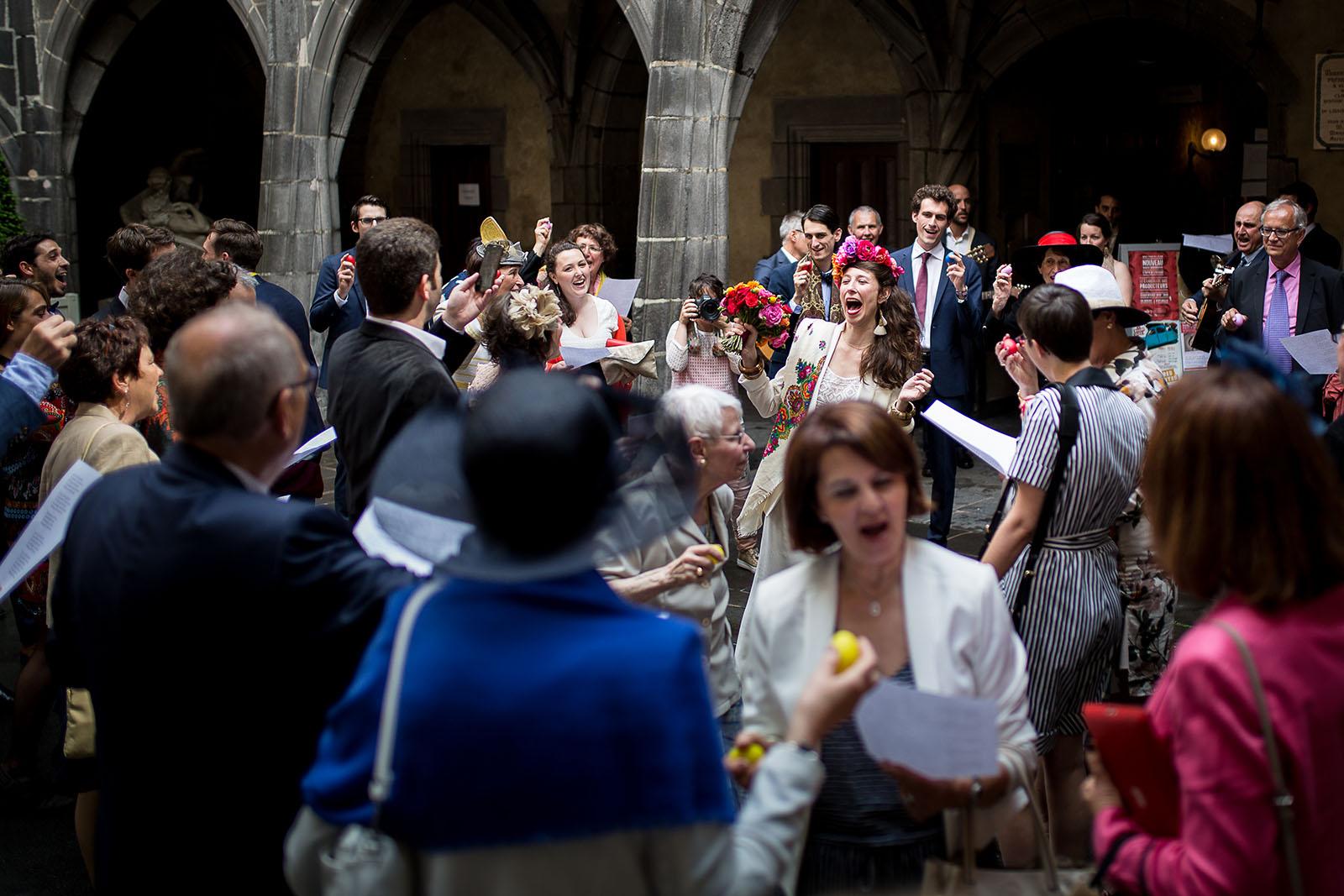 Photographe de mariage à Clermont Ferrand La mariée joyeuse
