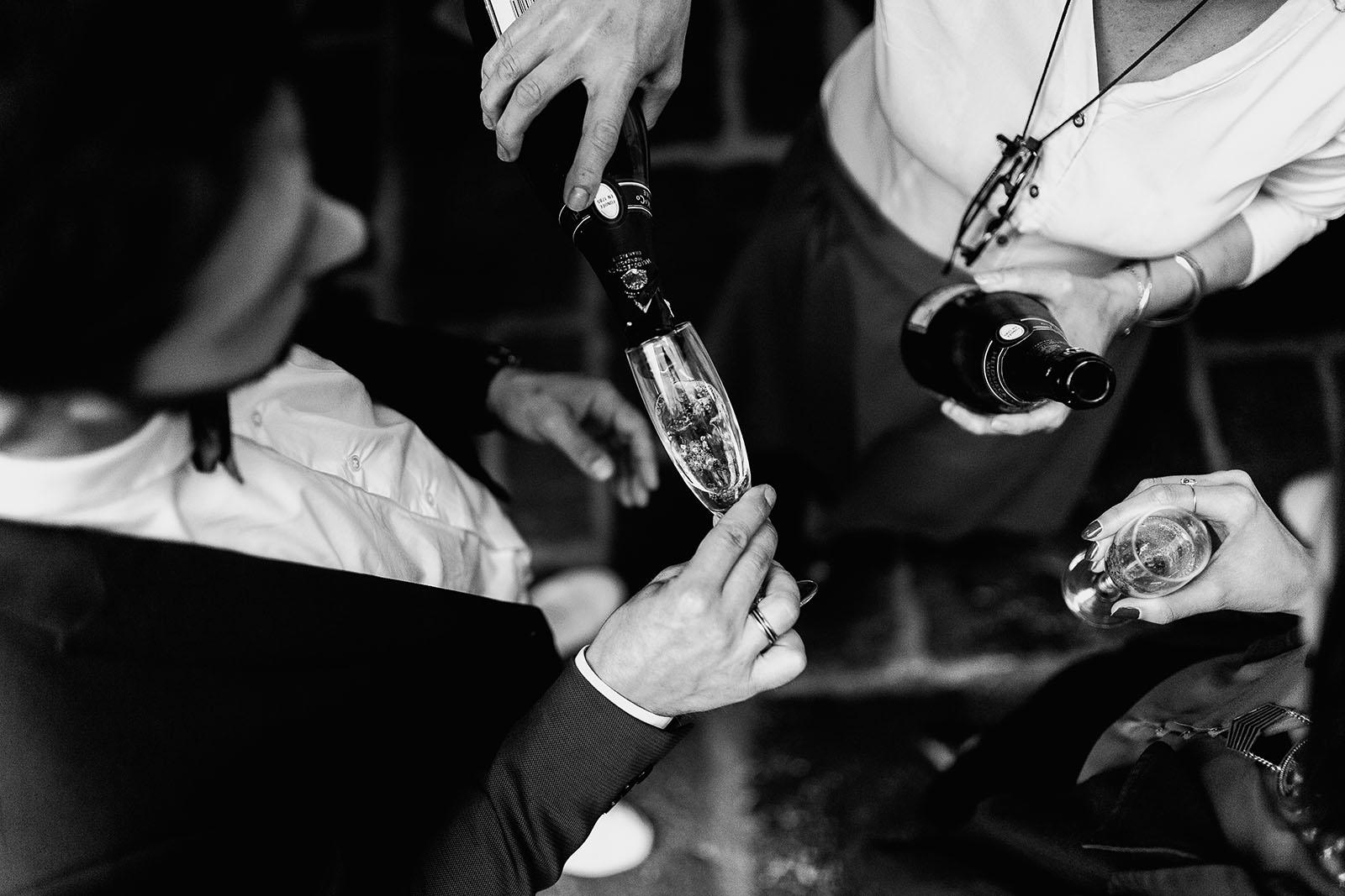Photographe de mariage à Clermont Ferrand Coupe de champagne