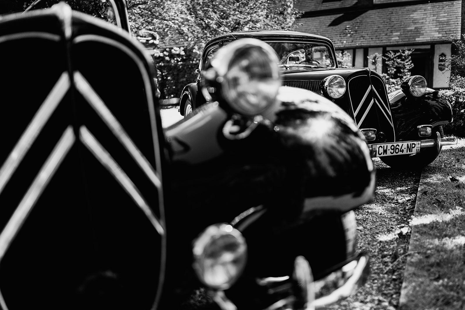 Mariage au Manoir de Corny en Normandie. Les voitures de mariage. Traction