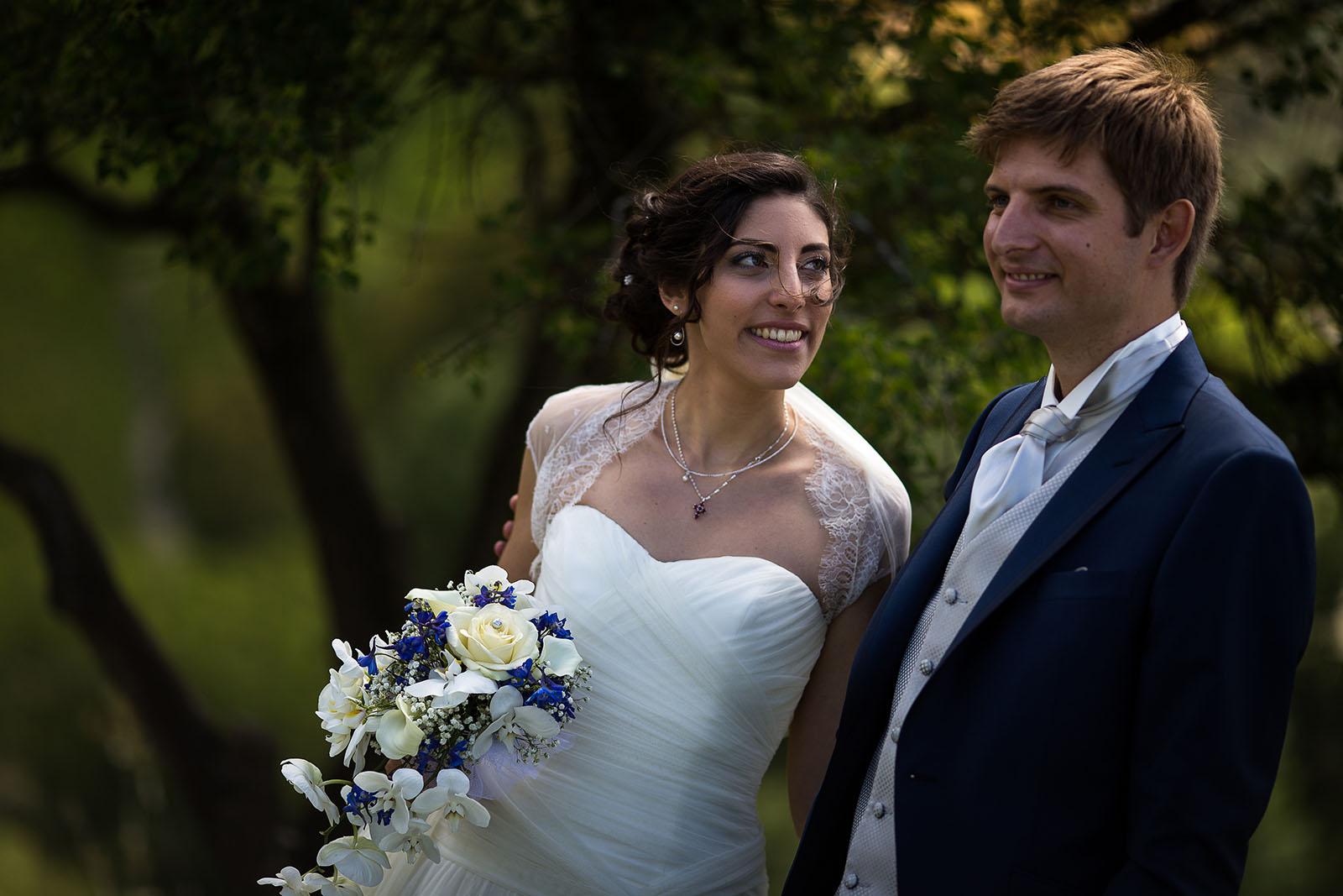 Mariage au Manoir de Corny en Normandie. Portrait des mariés aux Andelys