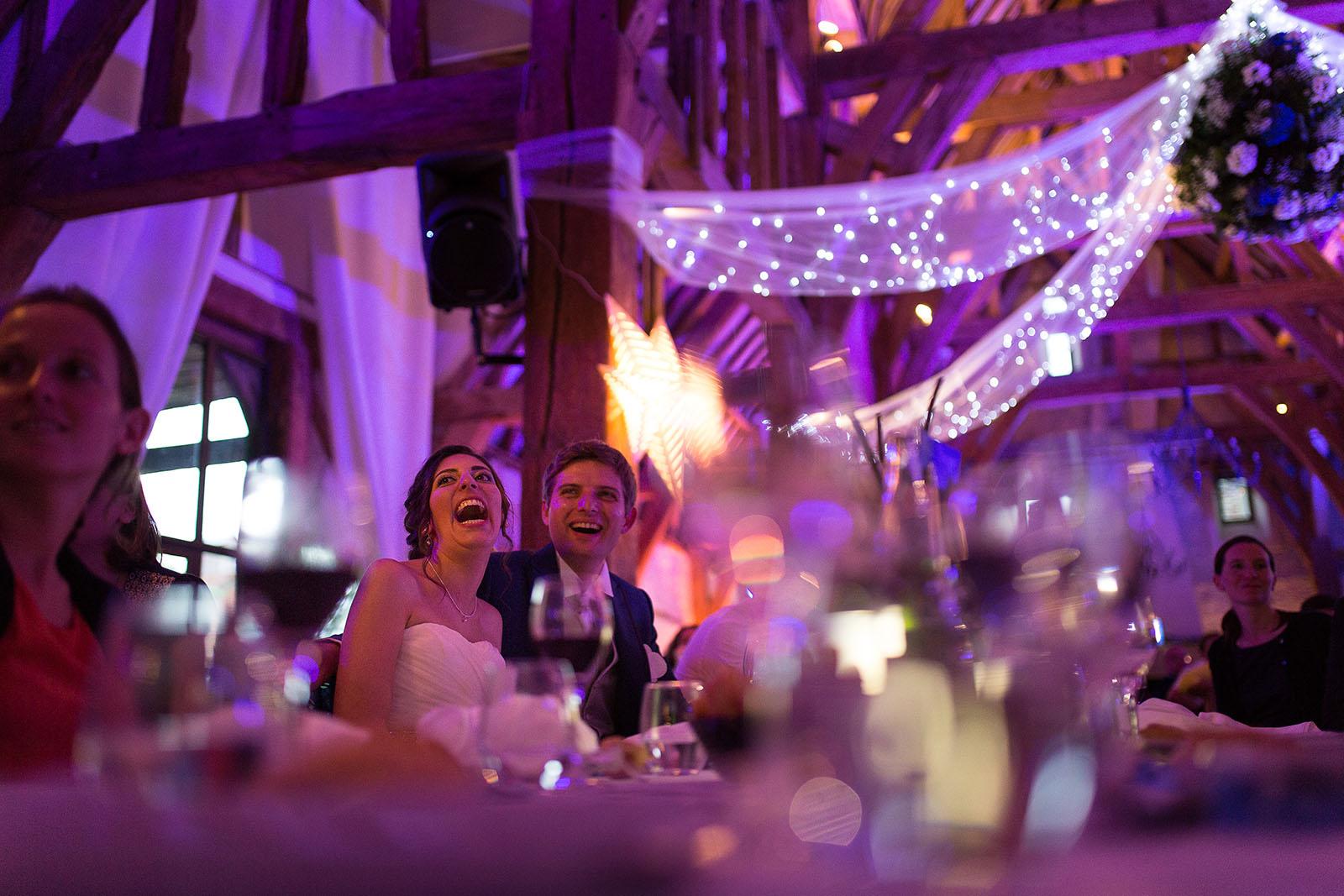 Mariage au Manoir de Corny en Normandie. Portrait des mariés pendant la soirée