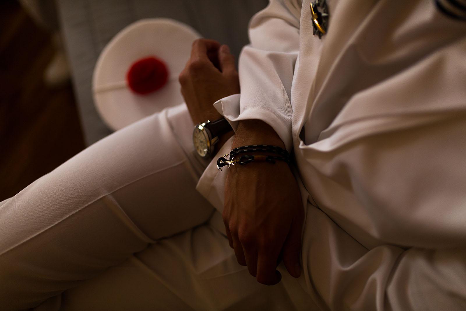 Photographe de mariage à Lyon. Le costume marin du marié