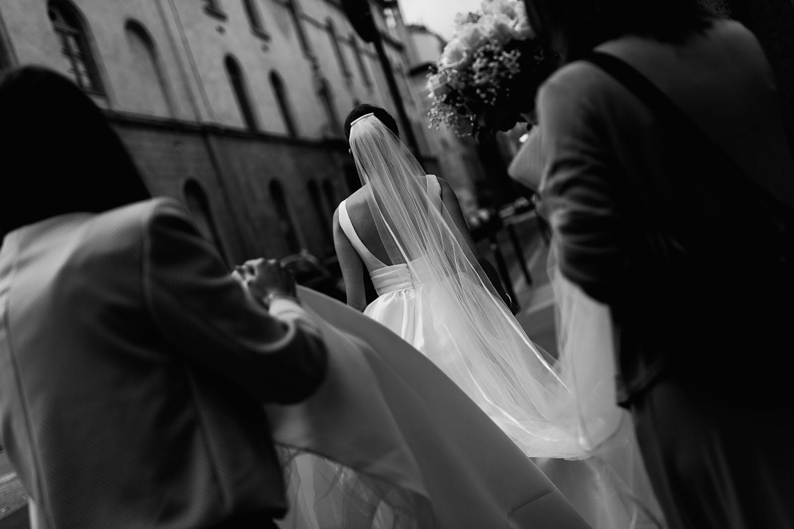 Photographe de mariage à Lyon. La robe de la mariée