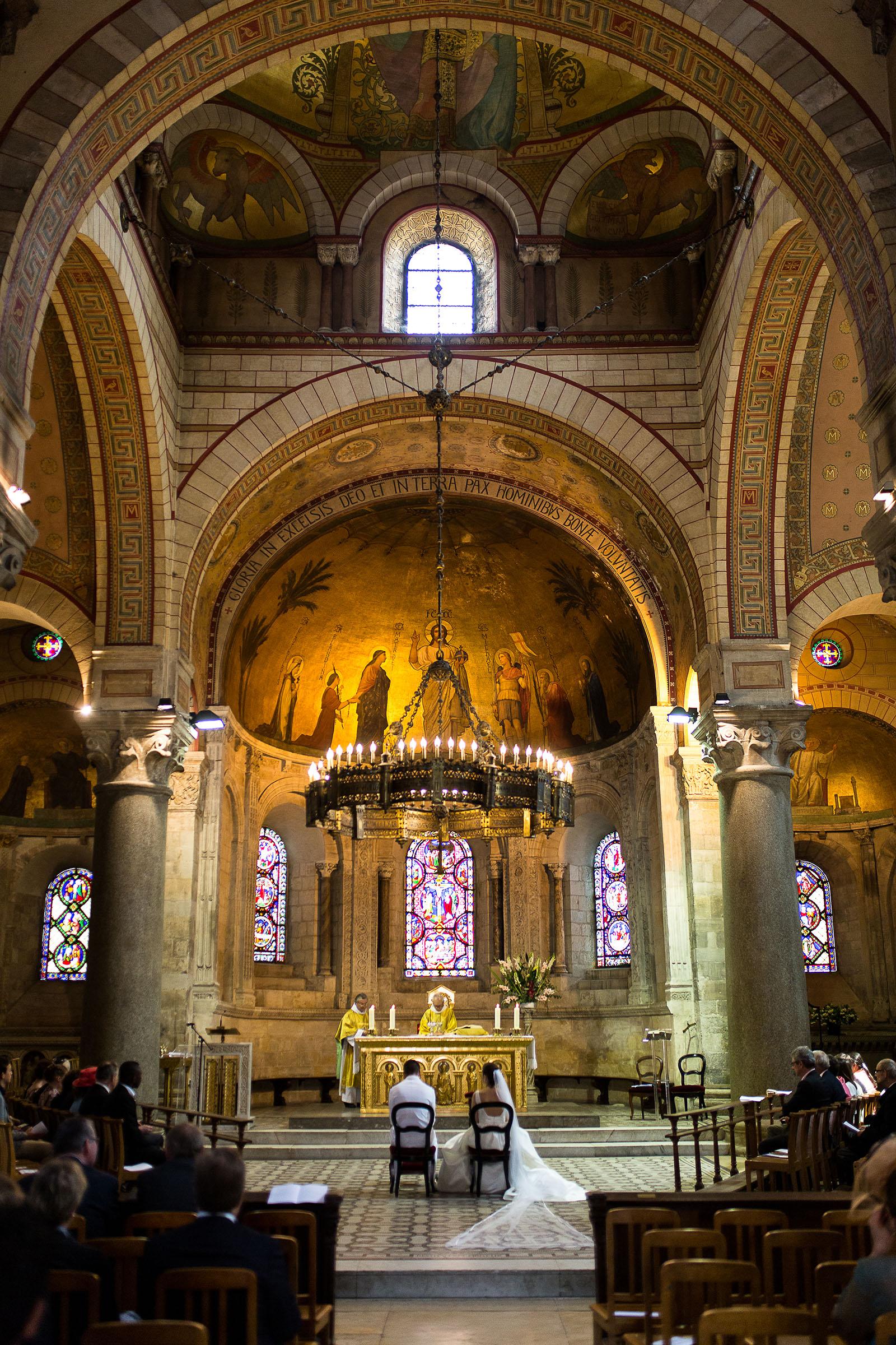 Photographe de mariage à Lyon. Eglise de Lyon