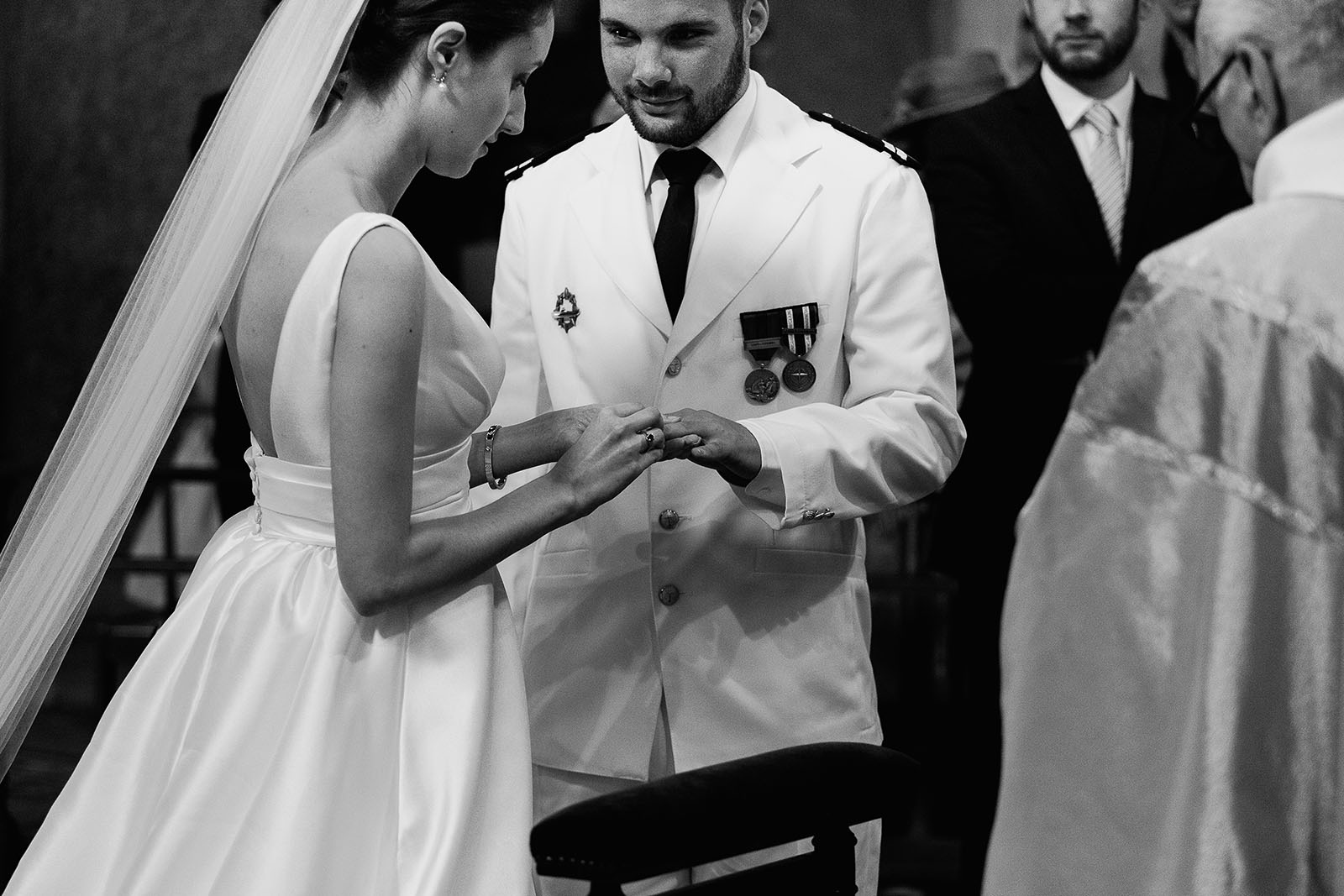 Photographe de mariage à Lyon. Echange des alliances