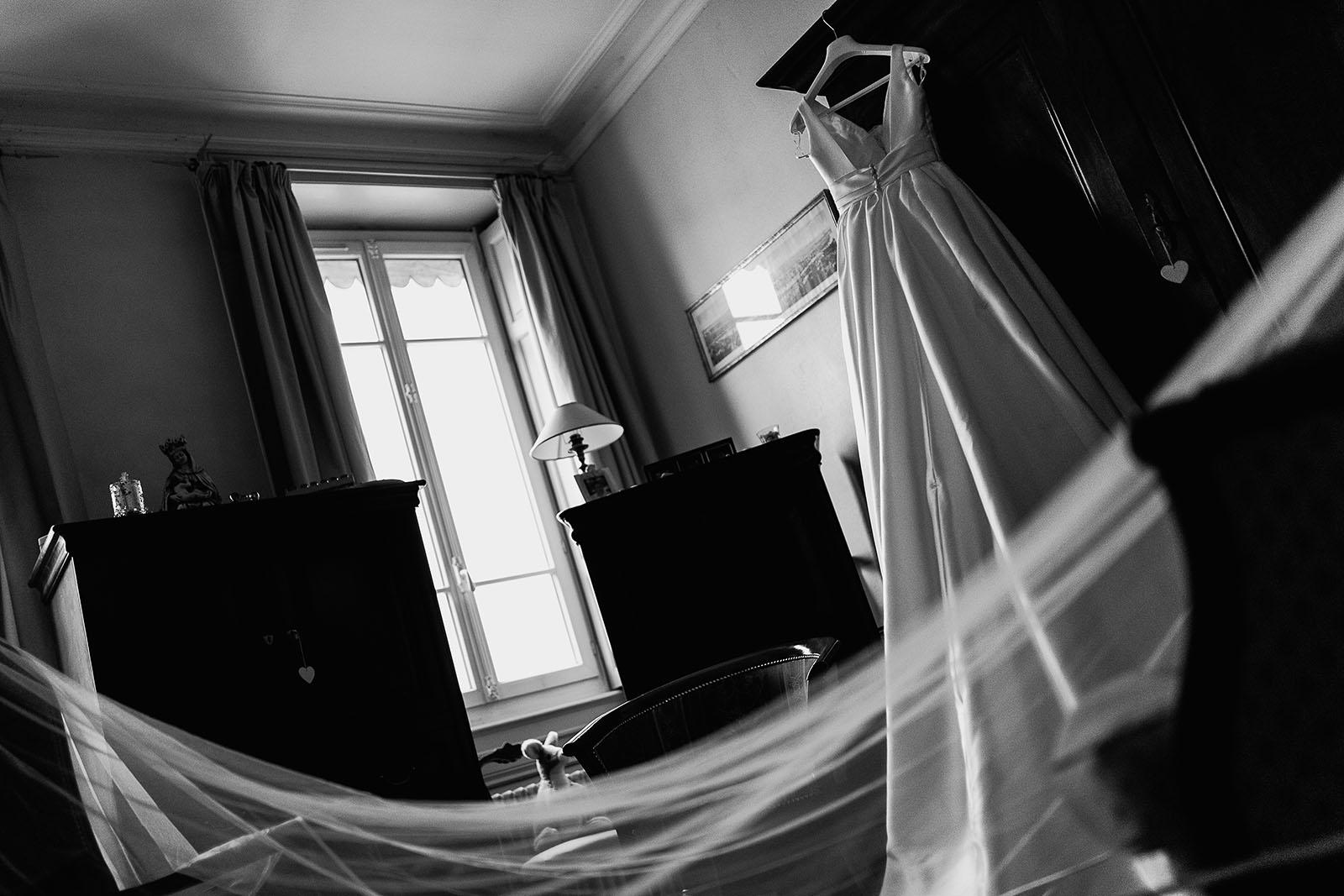 Photographe de mariage à Lyon. Robe et voile de la mariée