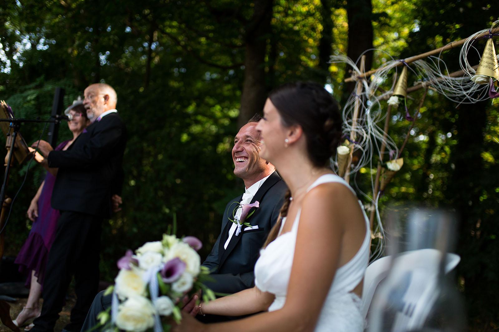 Mariage au château de Bisseret depuis saint Barthélémy cérémonie laique mariés