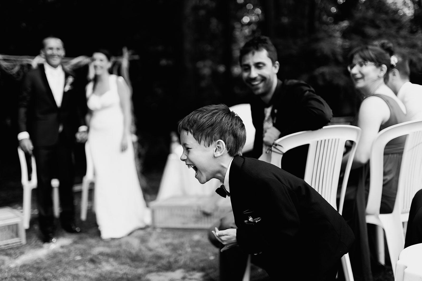 Mariage au château de Bisseret depuis saint Barthélémy eclat de rire enfant
