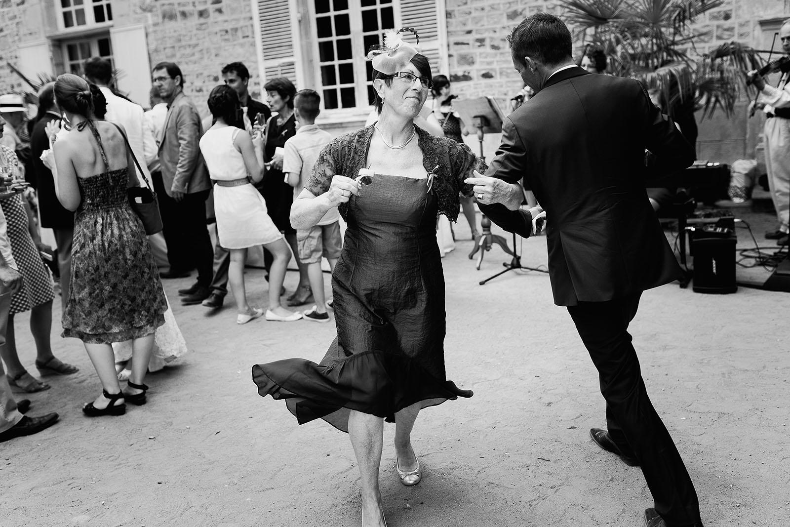 Mariage au château de Bisseret depuis saint Barthélémy danse au vin d'honneur
