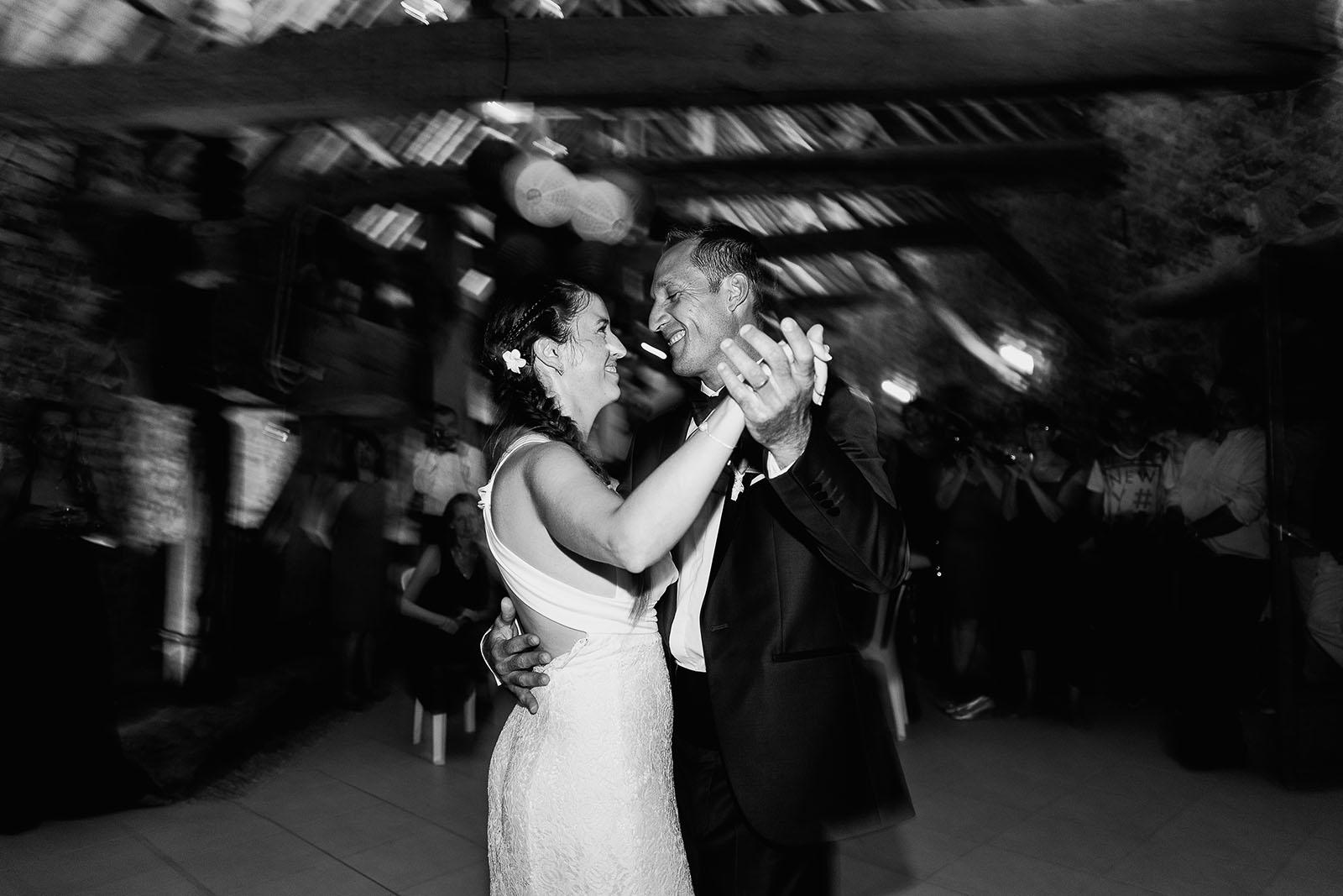 Mariage au château de Bisseret depuis saint Barthélémy première danse marié