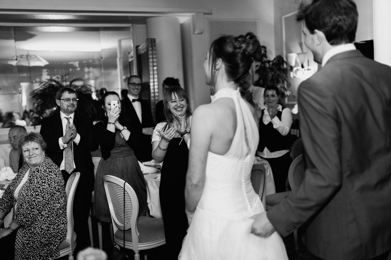 Hotel Royal Saint Mart Royat Clermont Ferrand Entrée des mariés dans la salle