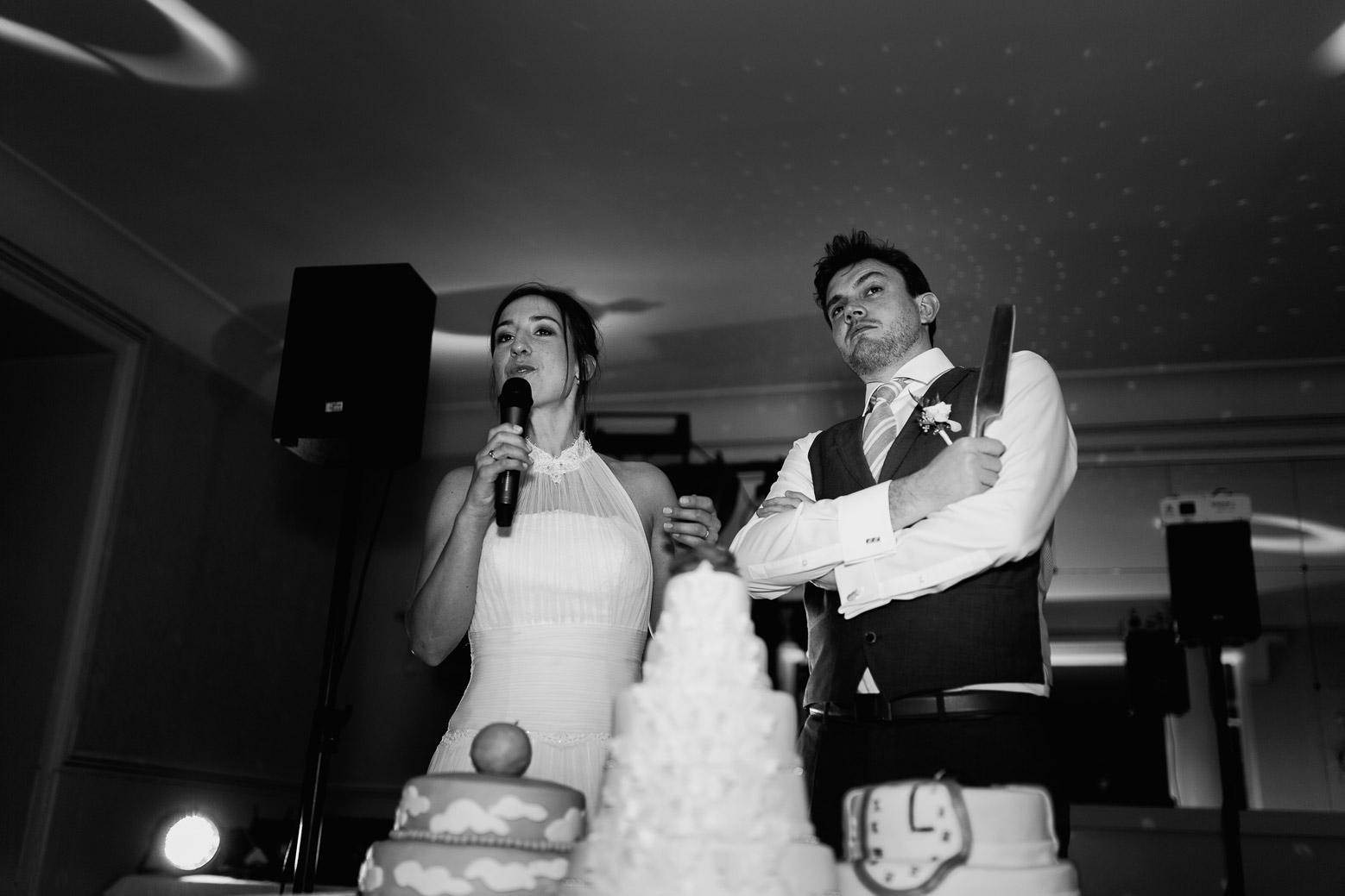 Hotel Royal Saint Mart Royat Clermont Ferrand Découpe du gâteau par les mariés