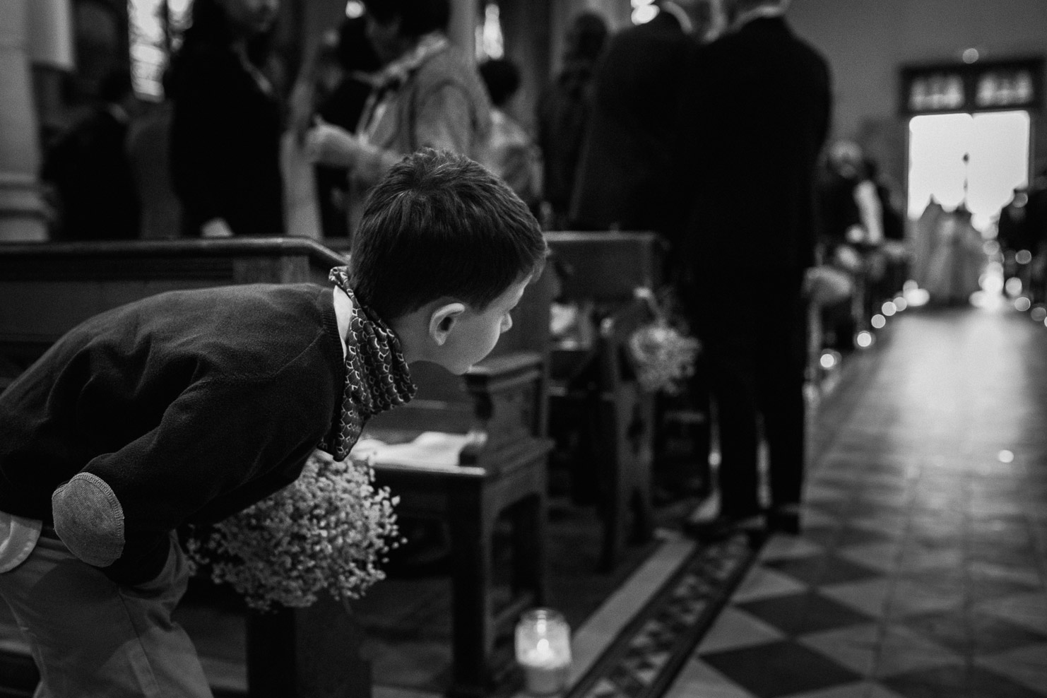 Reportage photo de mariage à Lyon - Manoir de la Garde. Les enfants attendent la mariée