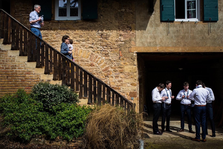 Reportage photo de mariage à Lyon - Manoir de la Garde. Préparatifs du marié