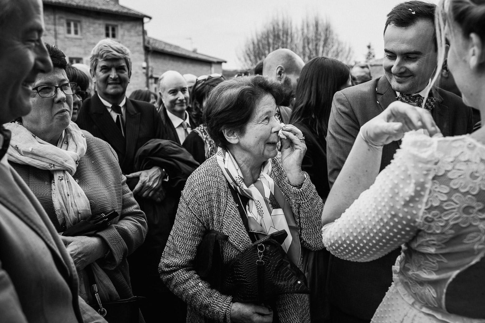 Reportage photo de mariage à Lyon - Manoir de la Garde. Emotion