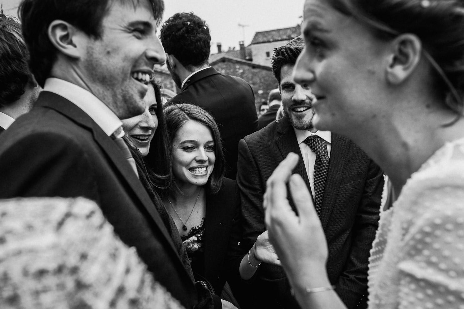Reportage photo de mariage à Lyon - Manoir de la Garde. Sortie de l'église