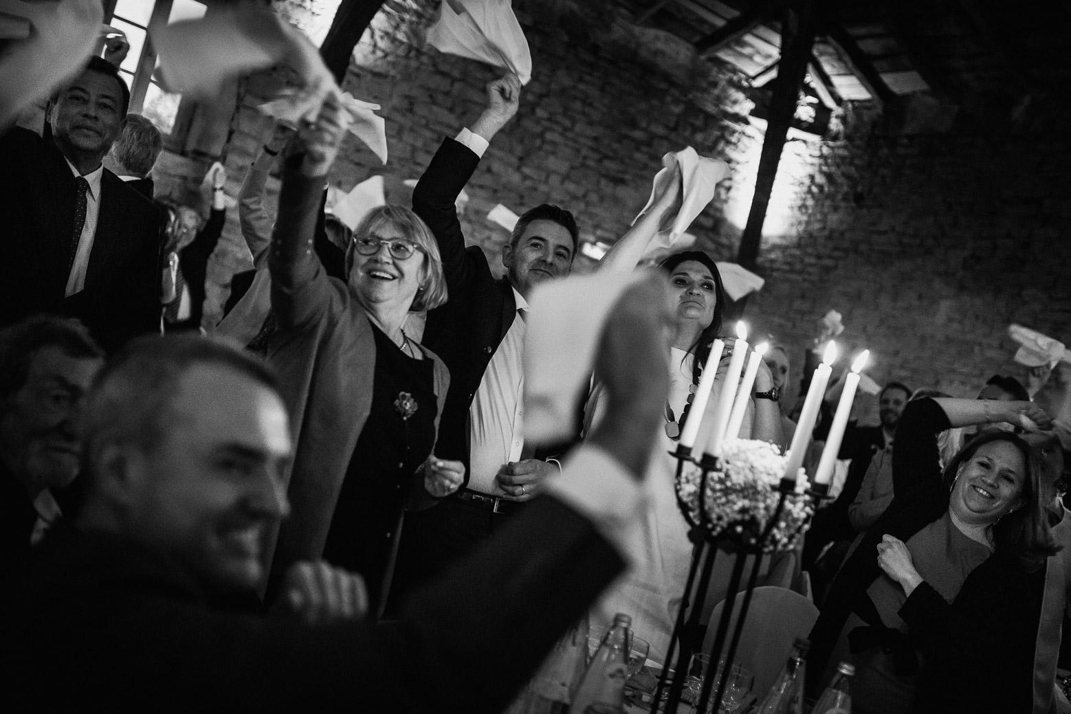 Reportage photo de mariage à Lyon - Manoir de la Garde. L'entrée des mariés
