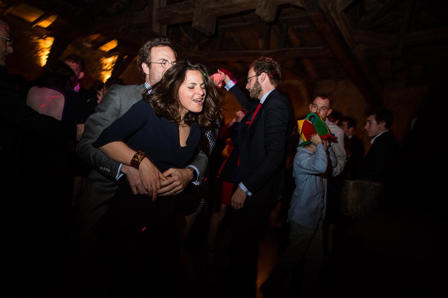 Reportage photo de mariage à Lyon - Manoir de la Garde Couple qui danse