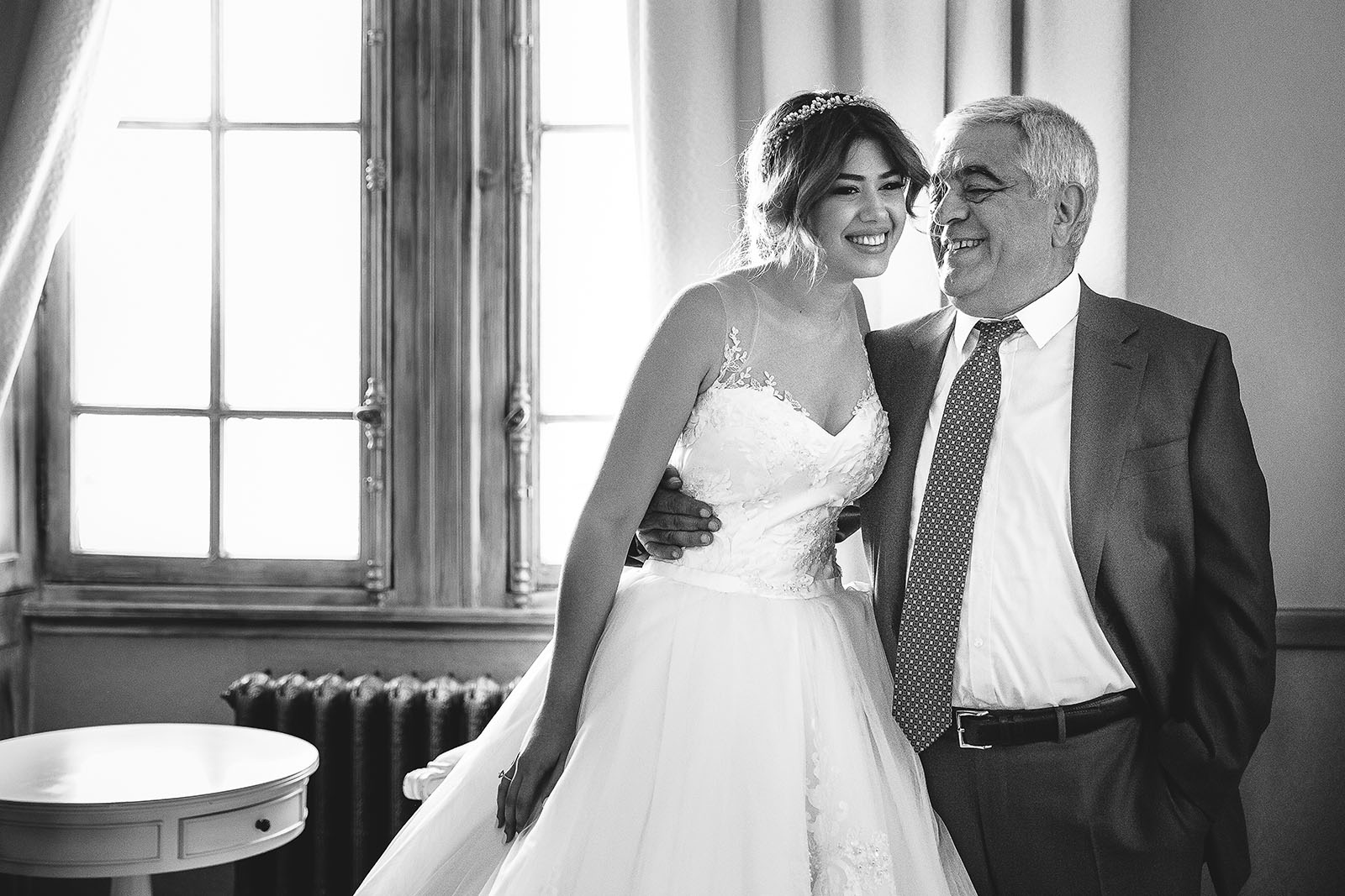 Mariage au Château de Beguin David Pommier photographe de mariage. Portrait de la famille Badeyan venu d'Arménie