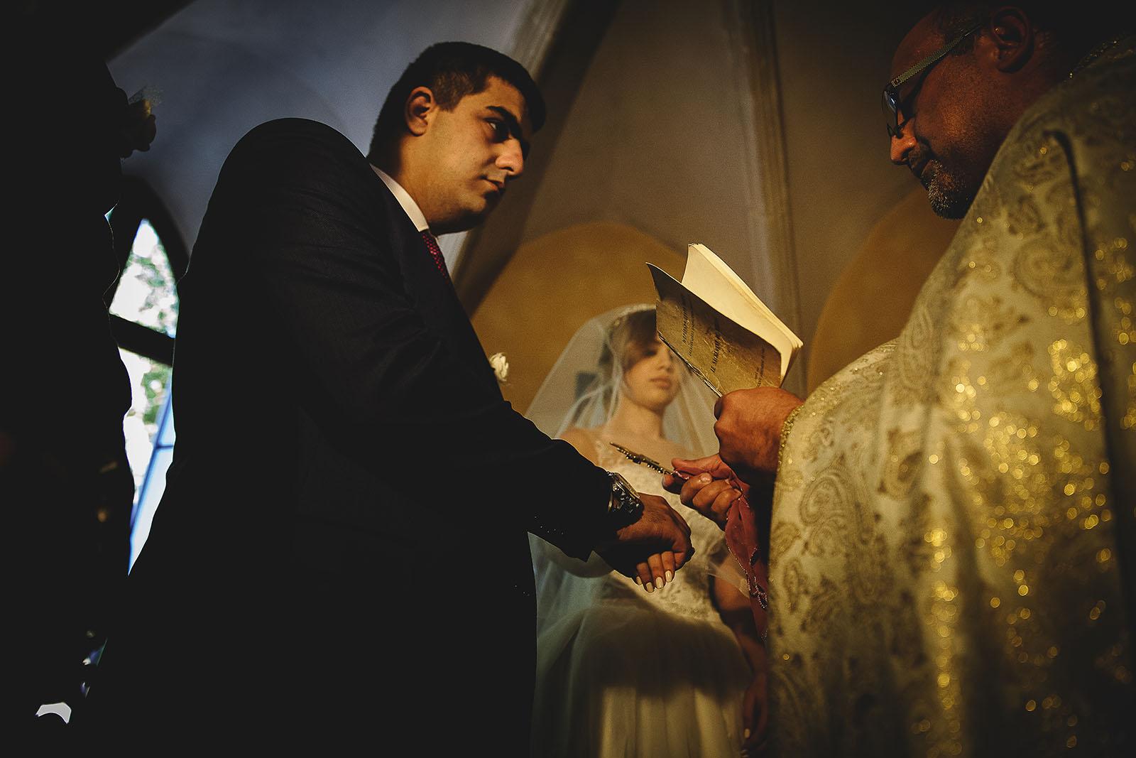 Mariage au Château de Beguin David Pommier photographe de mariage. Cérémonie des mariés venus d'Arménie