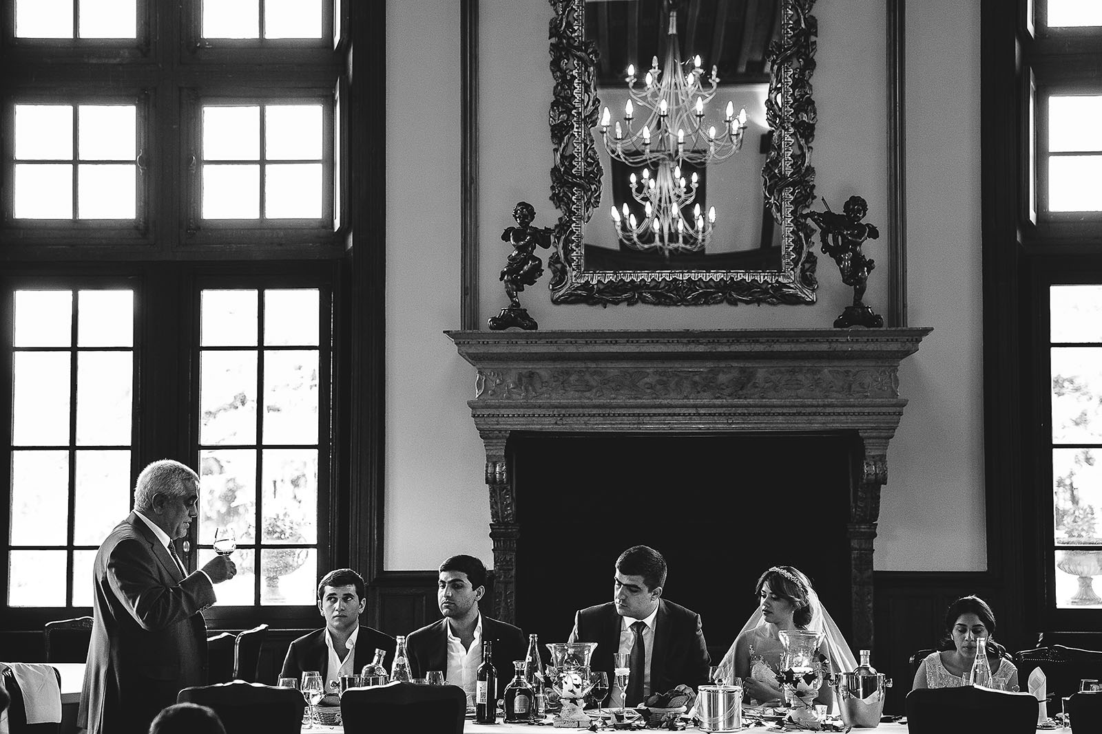 Mariage au Château de Beguin David Pommier photographe de mariage. Discours du père à la table des mariés