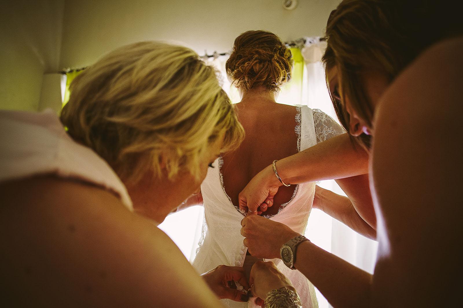 Mariage au Comptoir Saint Hilaire. La robe de la mariée