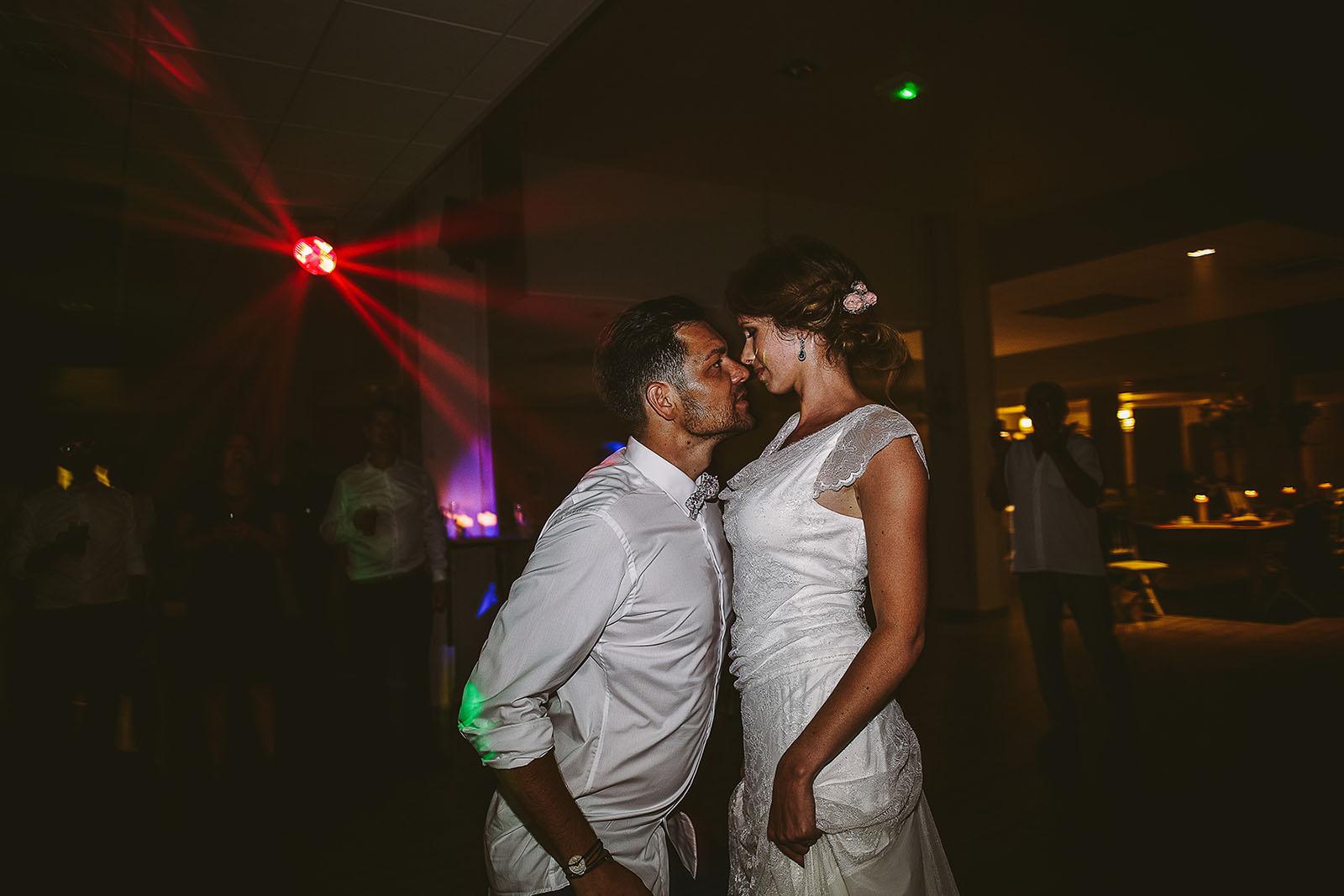 Mariage au Comptoir Saint Hilaire. La danse sensuelle des mariés