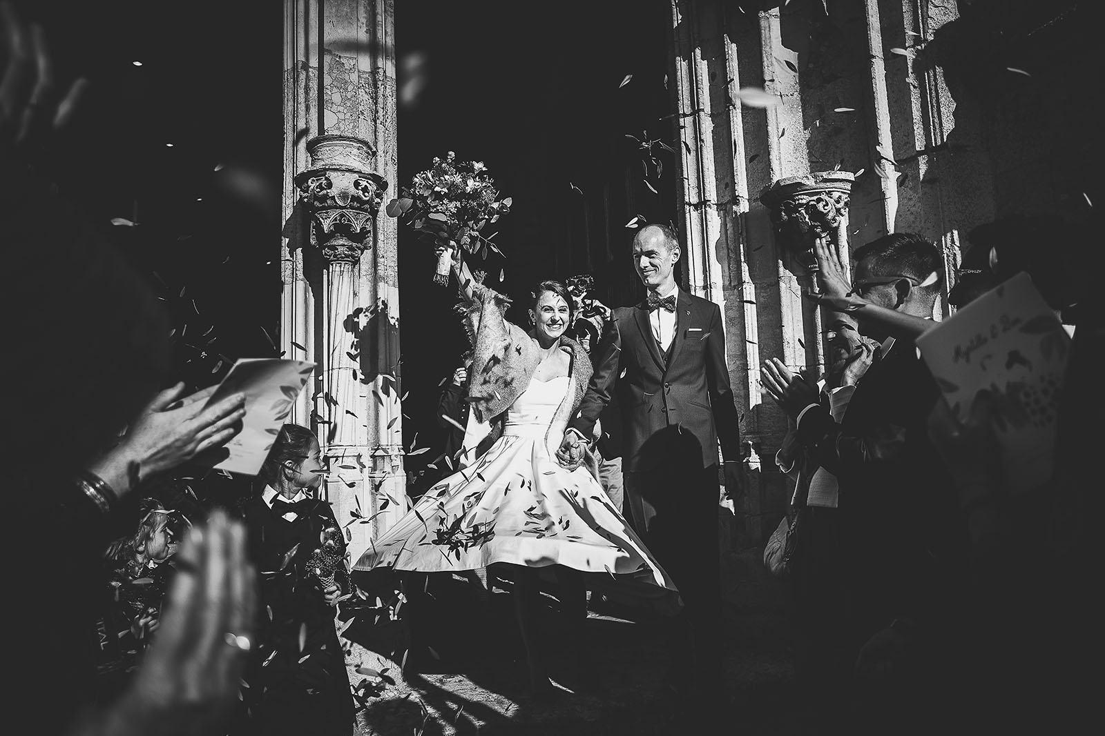 Marriage Prévanches Manor. David Pommier wedding photographer. Nice picture of the exit of the Church of the couple