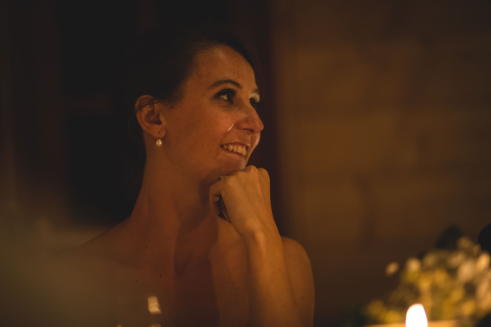 Mariage Manoir des Prévanches. David Pommier photographe de mariage. La mariée émue