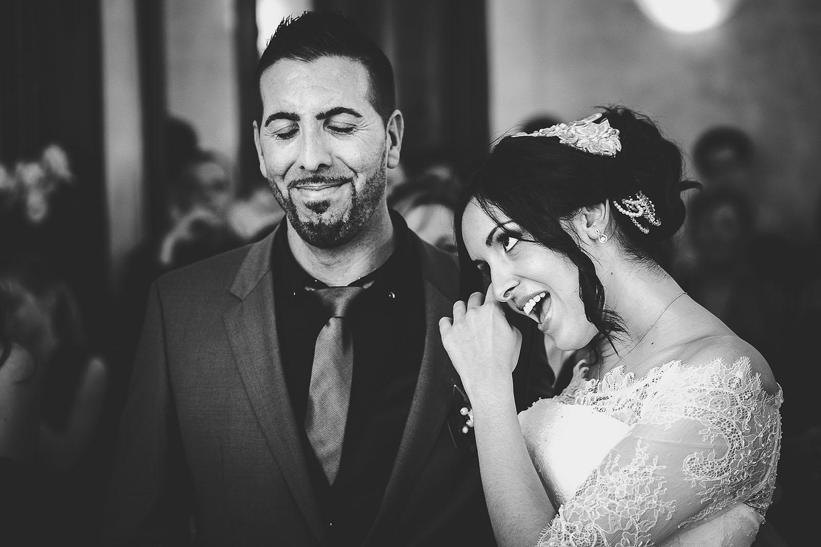 Mariage Villa Quélude David Pommier photographe de mariage. L'émotion des mariés à la mairie de Marseille