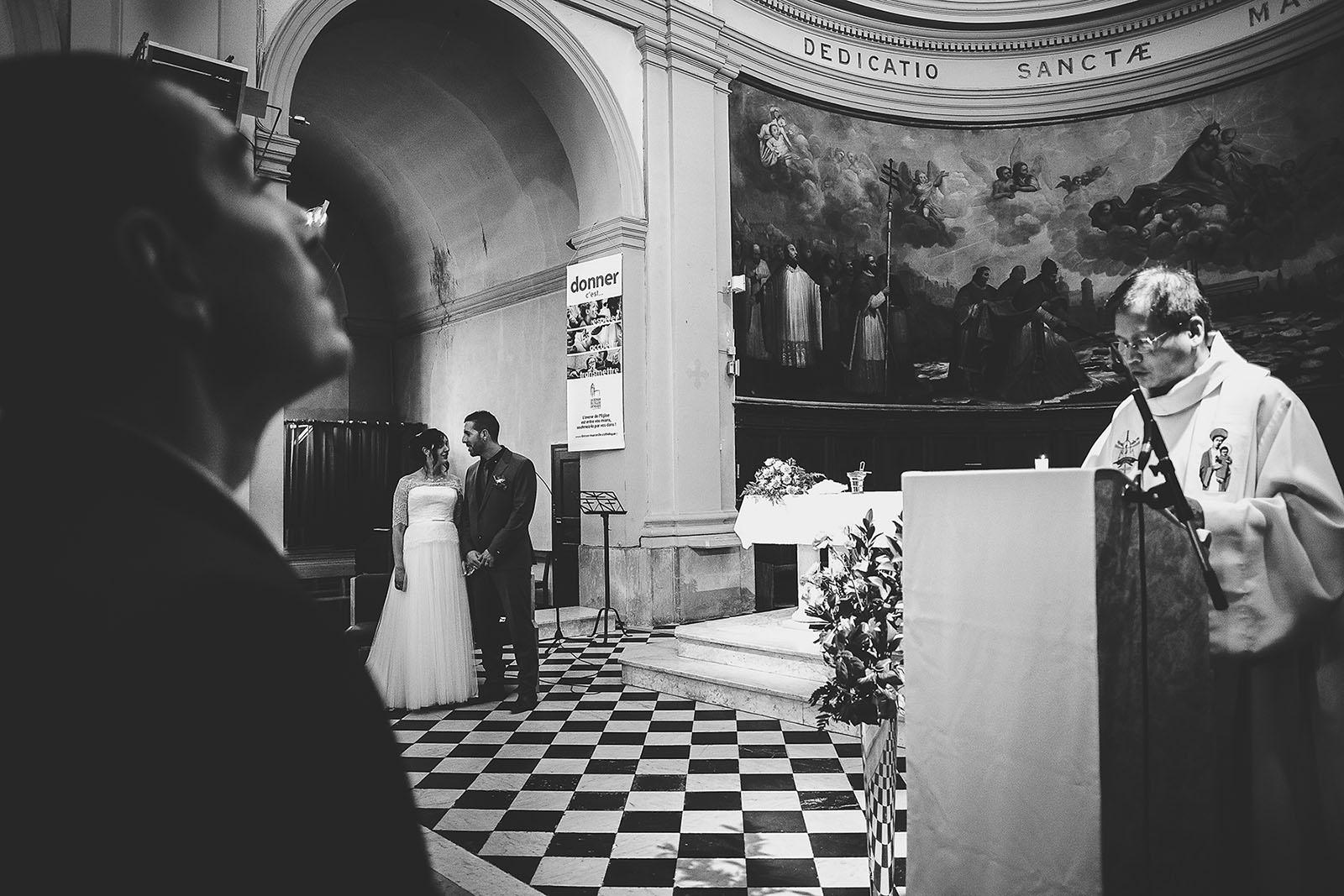 Mariage Villa Quélude David Pommier photographe de mariage. Cérémonie à l'église de Marseille