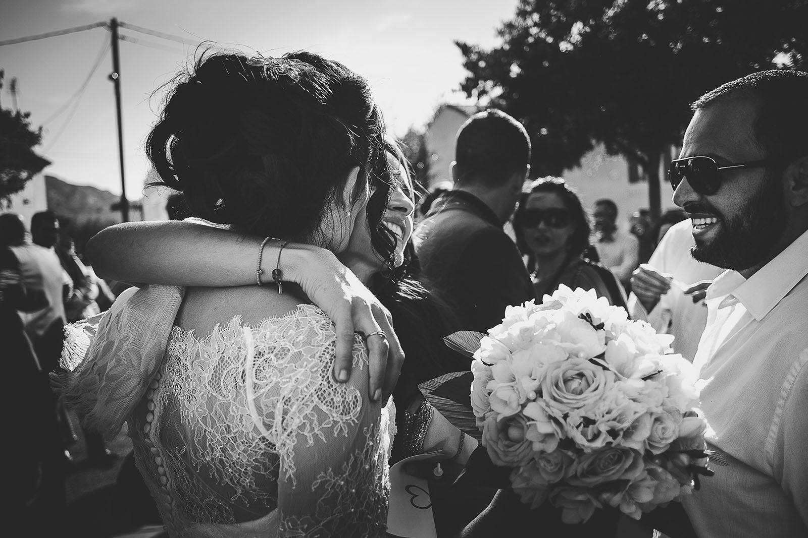 Mariage Villa Quélude David Pommier photographe de mariage. Emotion à la sortie de l'église