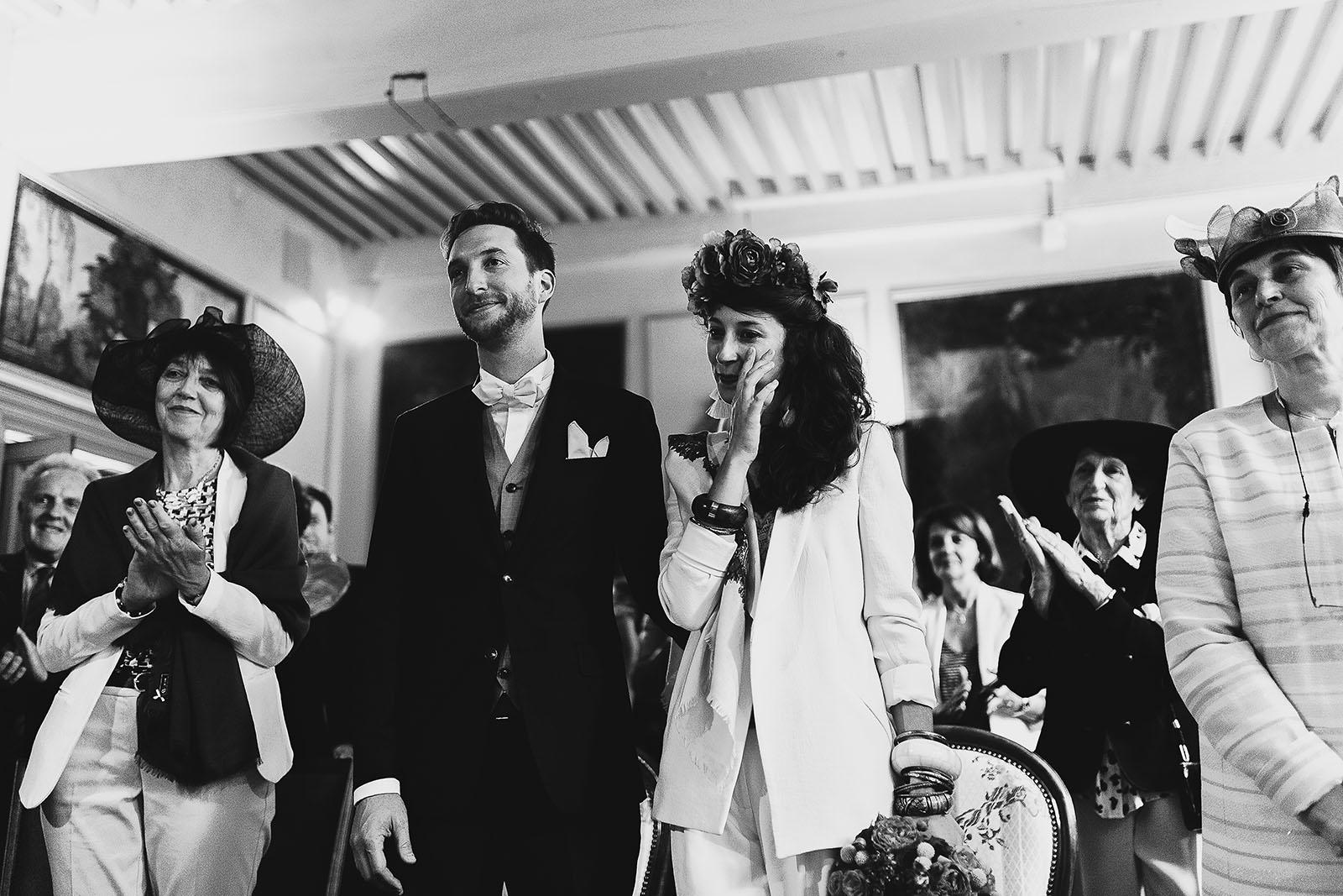 Photographe de mariage à Clermont Ferrand Emotion de la mariée à la mairie