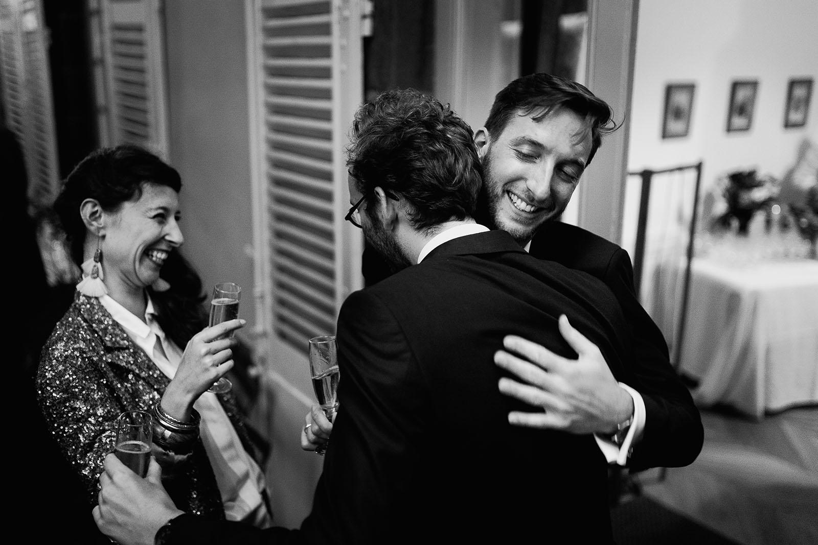 Photographe de mariage à Clermont Ferrand Emotion entre amis