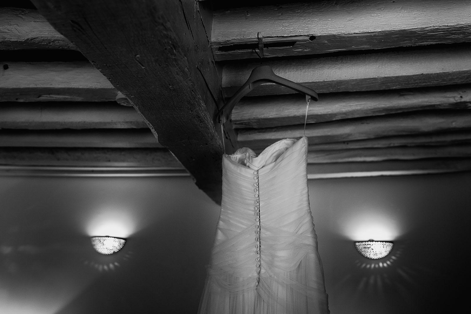 Mariage au Manoir de Corny en Normandie. La robe de la mariée