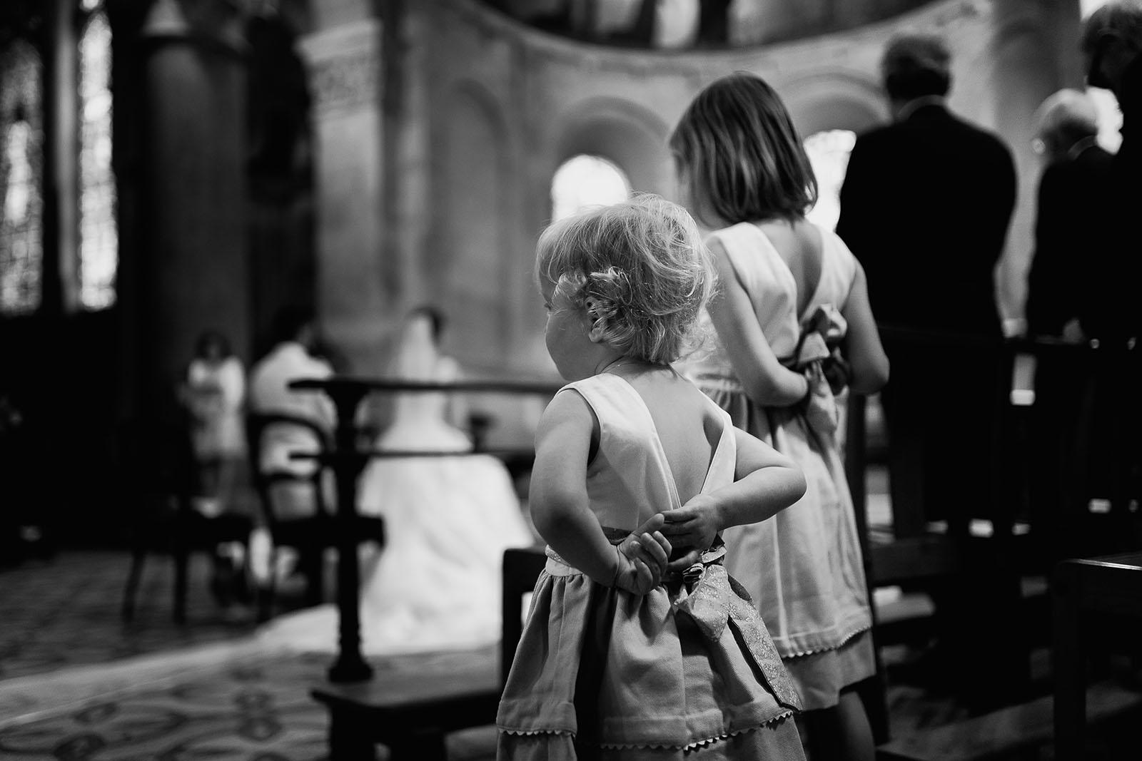 Photographe de mariage à Lyon. Les enfants pendant la cérémonie