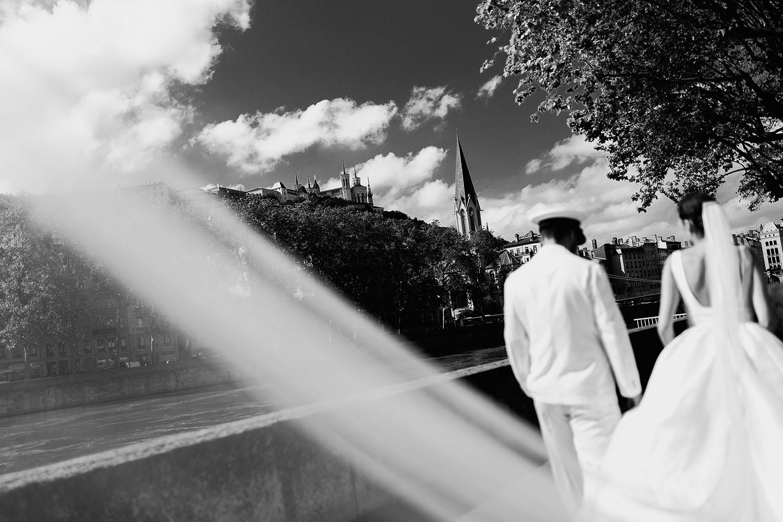 Photographe de mariage à Lyon. Photo de mariés dans Lyon