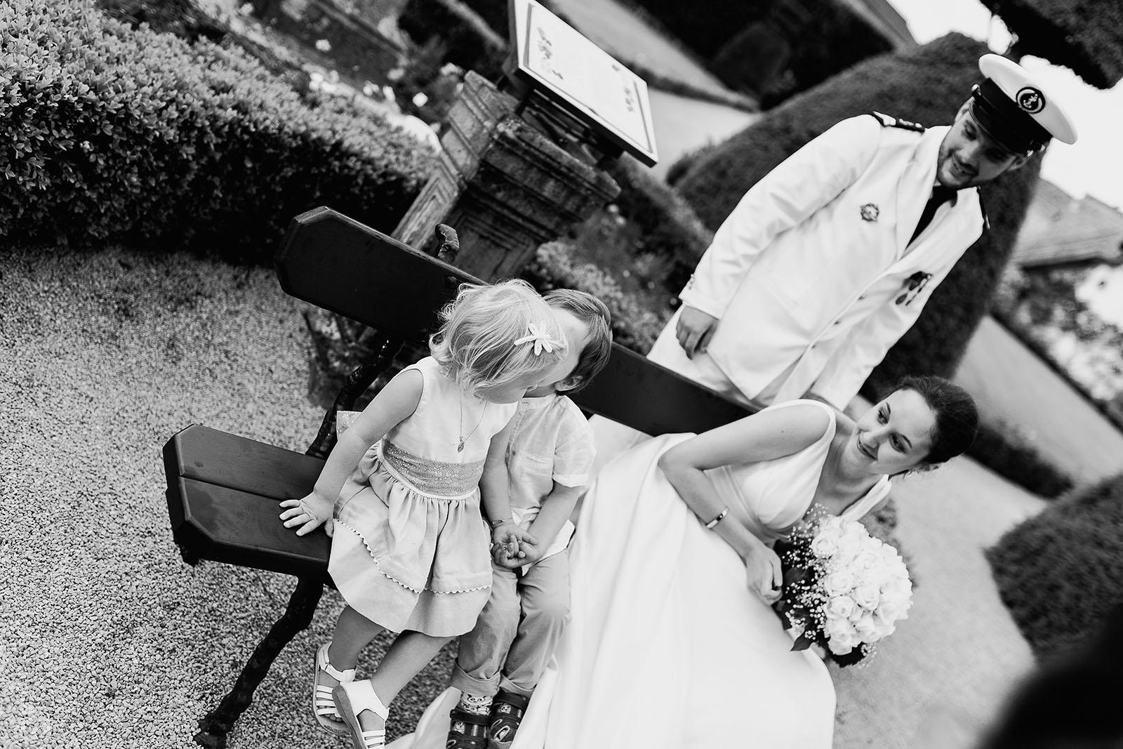 Photographe de mariage à Lyon. Photo de couple avec enfants